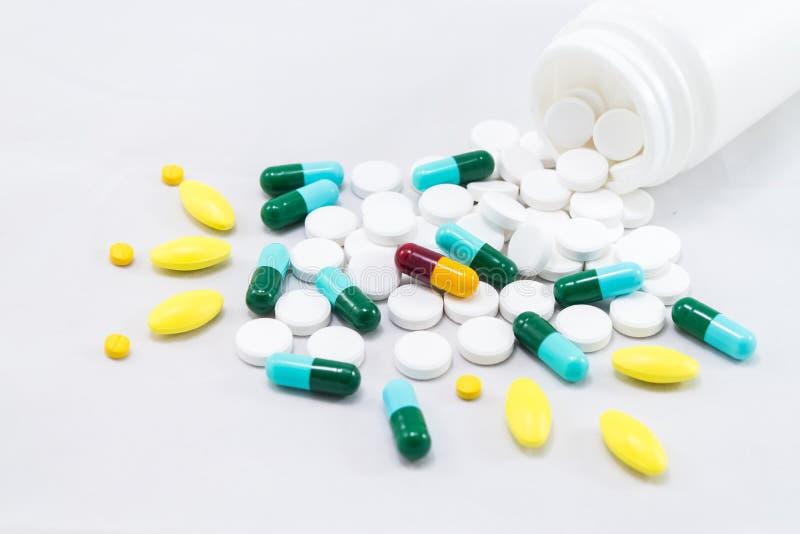Medycyny na bielu obrazy stock