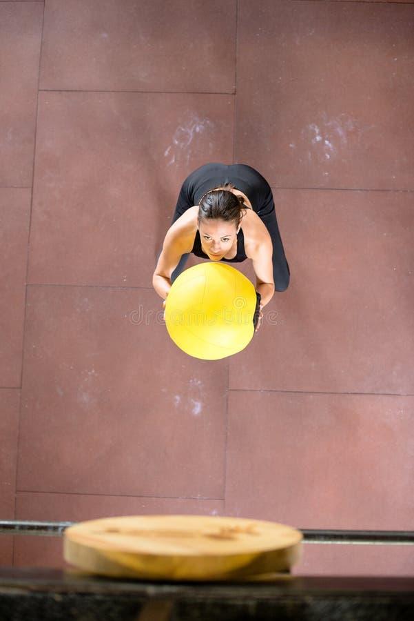 Medycyny piłki ćwiczenie zdjęcie royalty free