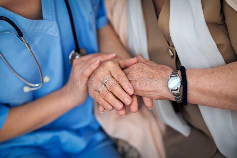 Medyczna pomoc dla starszych osob zdjęcia stock