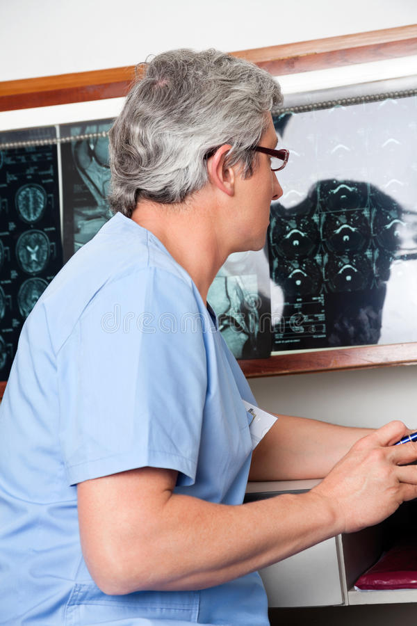 Medyczny profesjonalista Przy kliniką zdjęcia royalty free