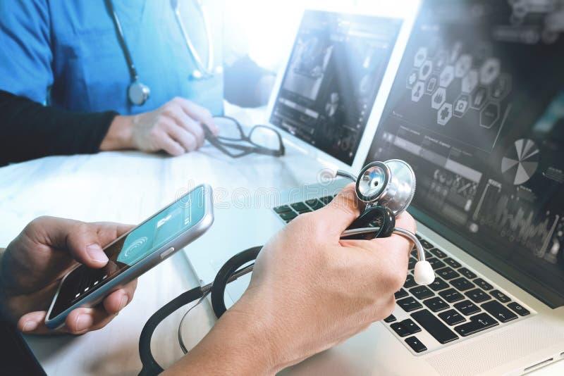 Medyczny technologii sieci drużyny spotkania pojęcie Doktorski ręki wor obrazy stock