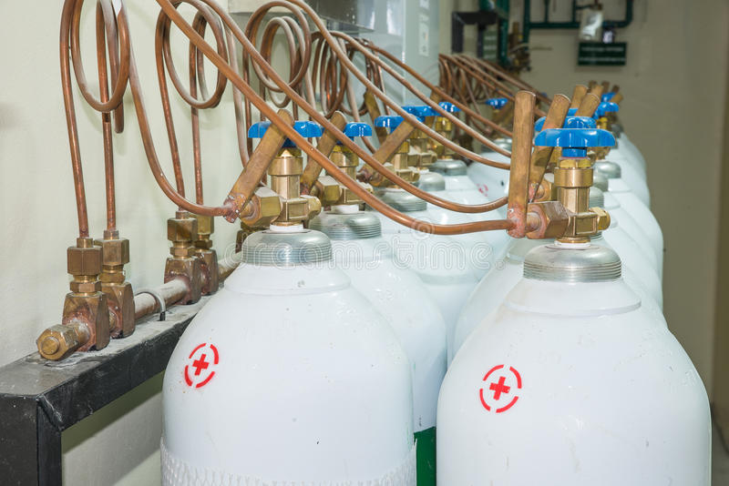 Medyczny zbiornik tlenu w Szpitalnym kontrolnym pokoju obrazy stock