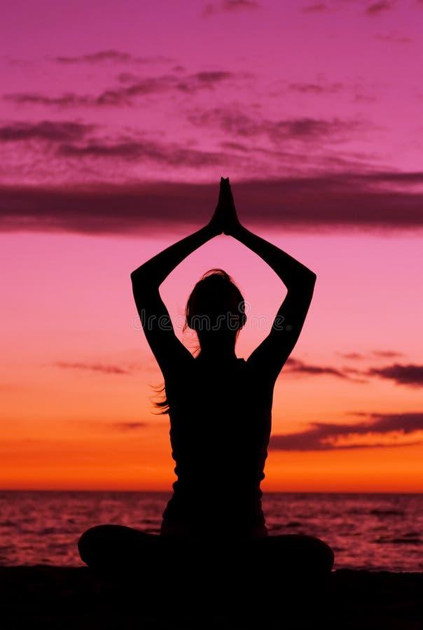 Download Medytacja zdjęcie stock. Obraz złożonej z sunrise, wolność - 5936470