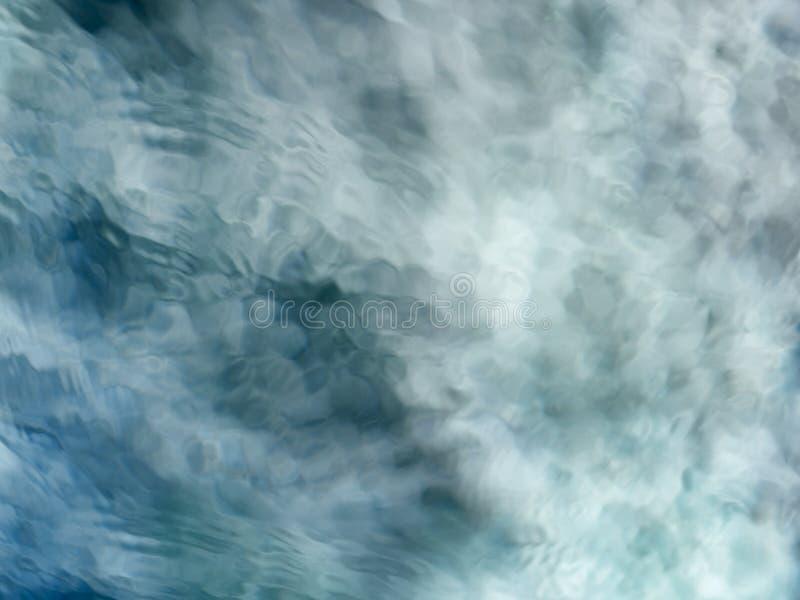 Medytacyjny błękitnej zieleni bieżącej wody tło zdjęcia stock