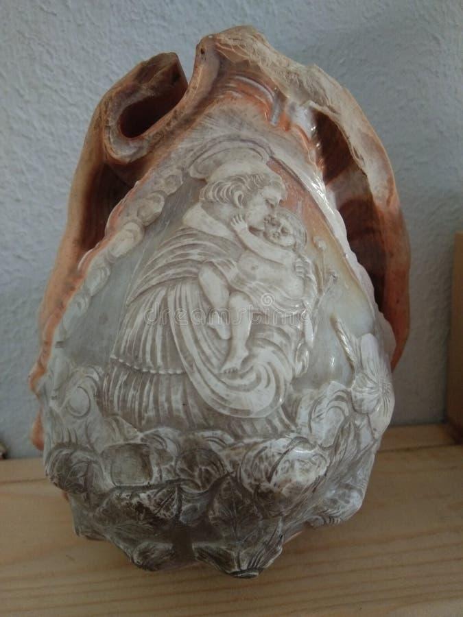 Meer-†‹â€ ‹Oberteile mit geschnitzten Bildern stockfotos