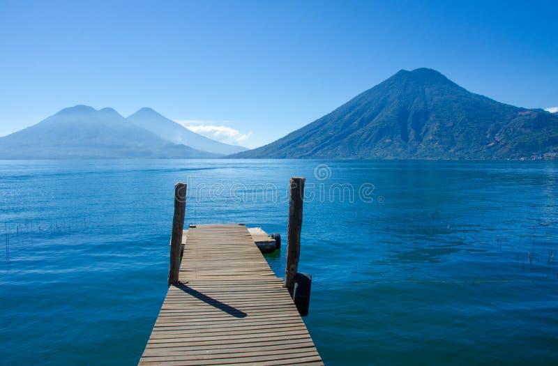 Meer Atitlan Guatemala - Pijler stock afbeeldingen
