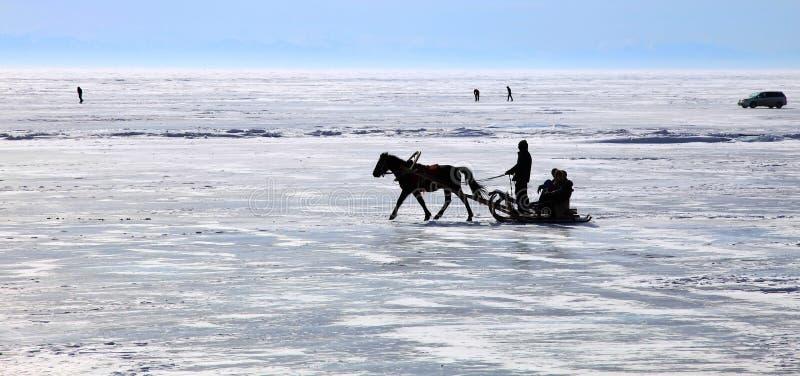 Meer Baikal. De winter. stock afbeeldingen