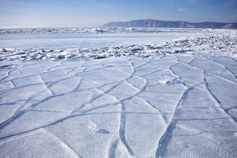 Meer Baikal dichtbij Listvyanka-dorp Het landschap van de winter royalty-vrije stock foto