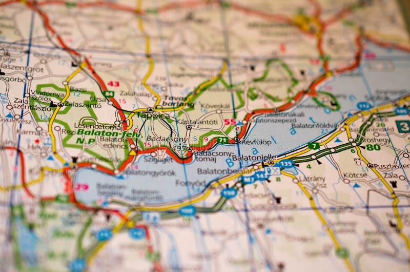 Meer Balaton op kaart stock foto's
