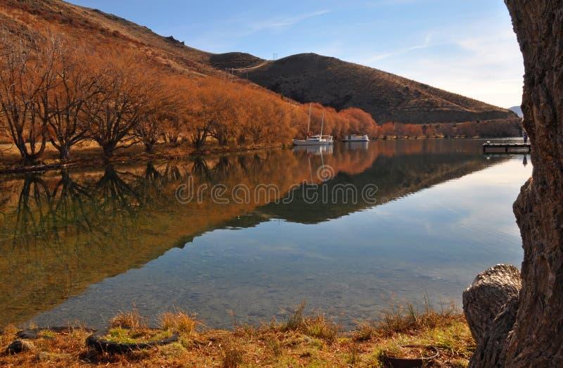 Meer Benmore in de Herfst, Otago, Nieuw Zeeland stock afbeeldingen