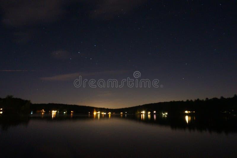 Meer bij nacht stock foto's
