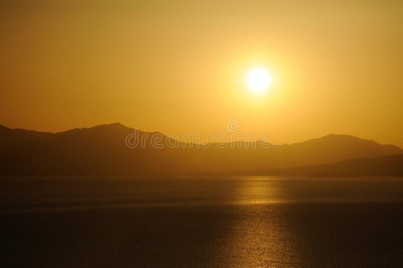 Meer bij zonsopgang royalty-vrije stock fotografie