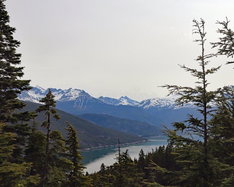 Meer Chilkat en berglandschap royalty-vrije stock foto
