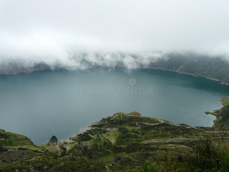 Meer in de caldera van de Quilotoa-vulkaan, Ecuador royalty-vrije stock afbeelding