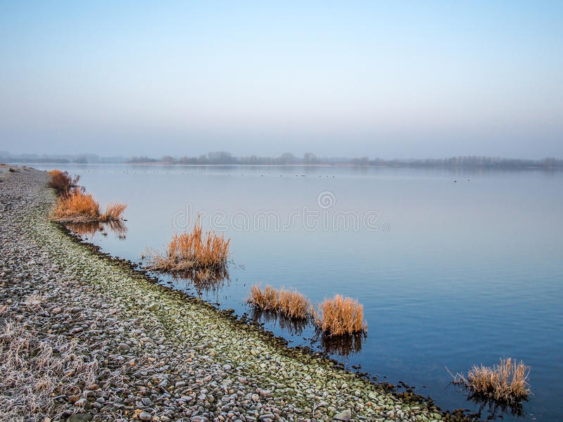 Meer in de winter stock fotografie