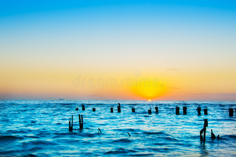 Meer an der langen Belichtung des Sonnenaufgangs, lizenzfreies stockfoto