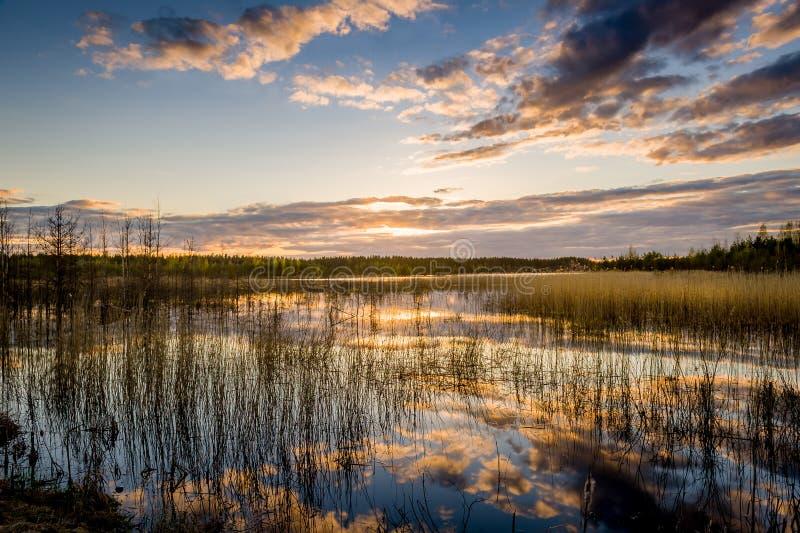 Download Meer En Bautiful Zonsondergang Stock Foto - Afbeelding bestaande uit schemer, kleur: 54079920