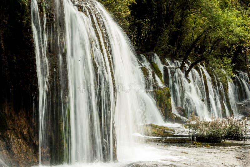 Meer en dalingen van Jiuzhaigou-Vallei, Sichuan, China royalty-vrije stock fotografie