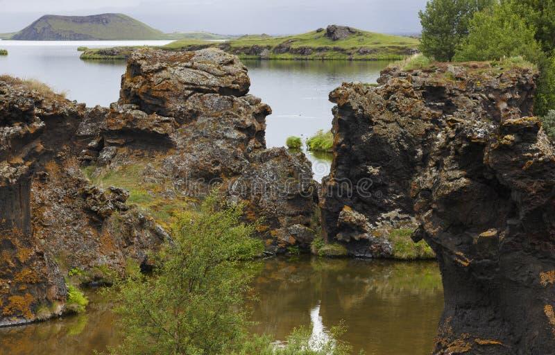 Meer en lavavormingen in Myvatn IJsland royalty-vrije stock afbeelding