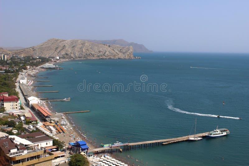 Meer, Felsen und Strand stockbild