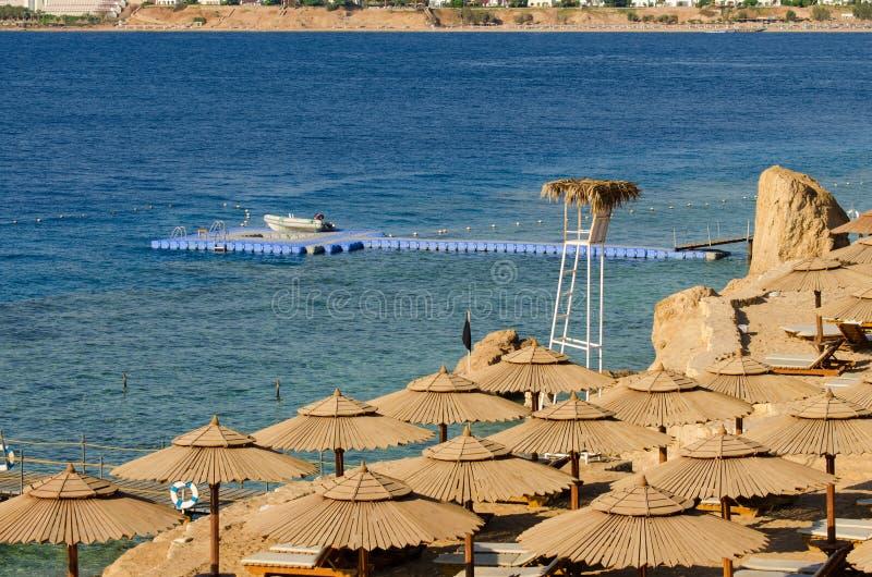 Meer, Ferien, Badeanzug, das Oberteil, geknotet, Knoten, Horizont, Blau, Schwarzes, Himmel, Strand, nehmen ein Sonnenbad, liegen, lizenzfreies stockbild