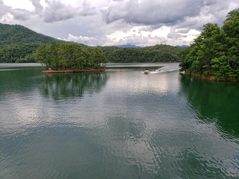 Meer Fontana, van de Appalachian Sleep bij de Bovenkant van Fontana-Dam wordt gezien die royalty-vrije stock foto