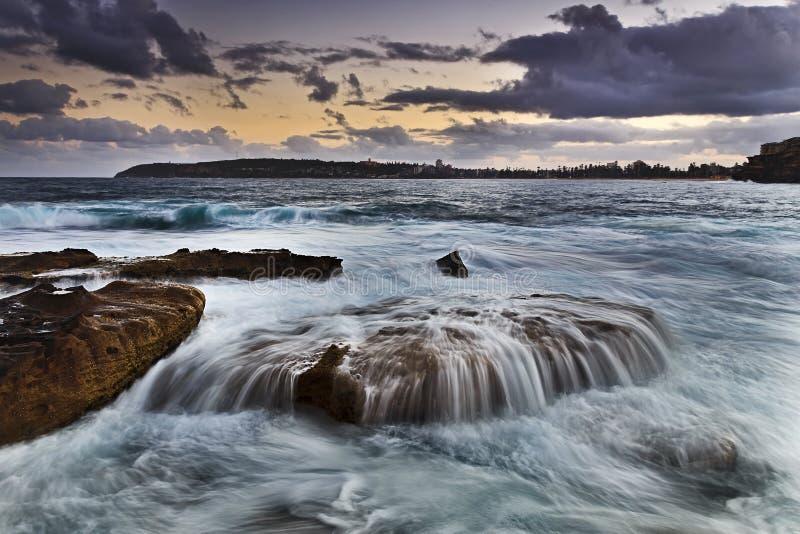 Meer- Frischwasser-Overfloat-Farbe stockfotos