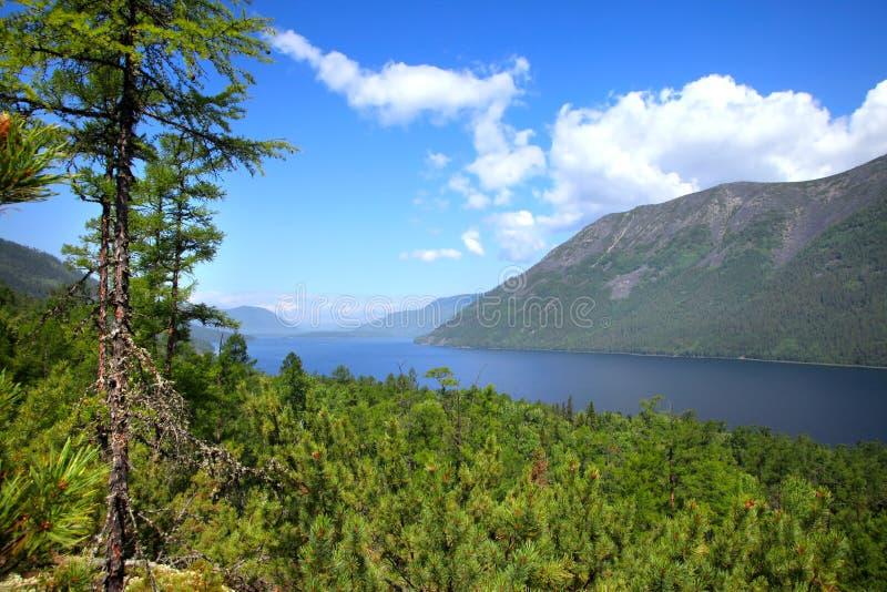 Meer Frolikha in de bergen van Baikal stock foto