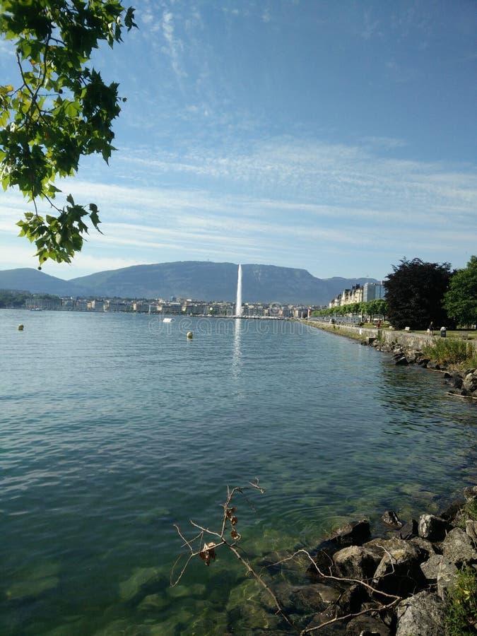 Meer Genève met Fontein stock foto's