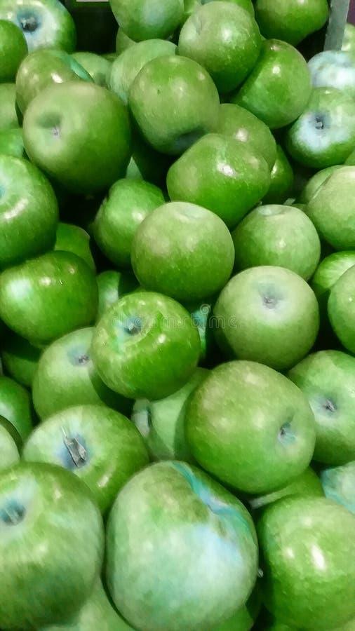 Meer grüner gefärbter Äpfel lizenzfreie stockfotografie