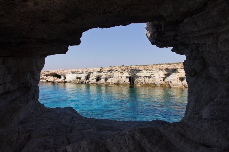 Meer höhlt nahe Kap Greko aus. Zypern stockfotografie