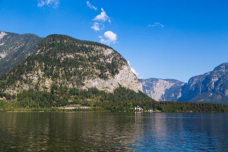 Meer Hallstatt met Hoog Alp Mountains stock foto