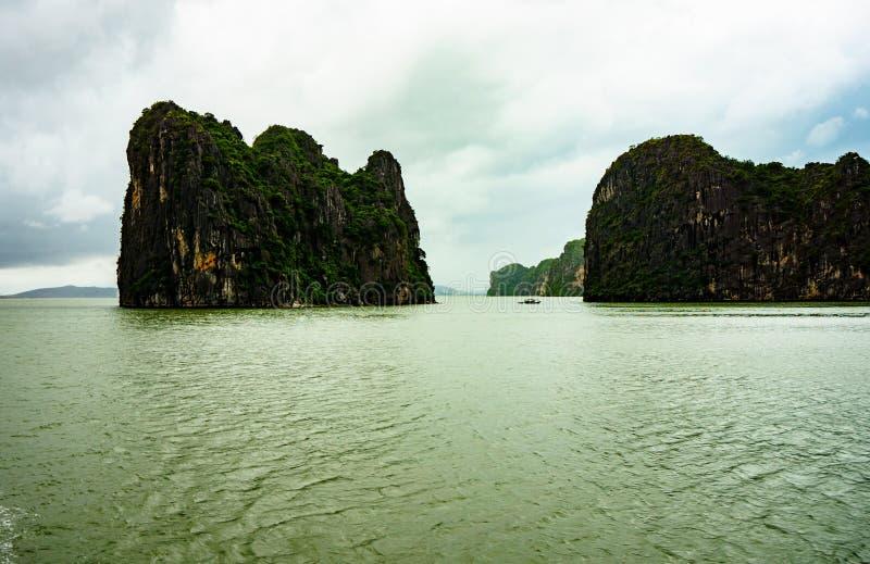 Meer in Halong-Bucht stockfoto