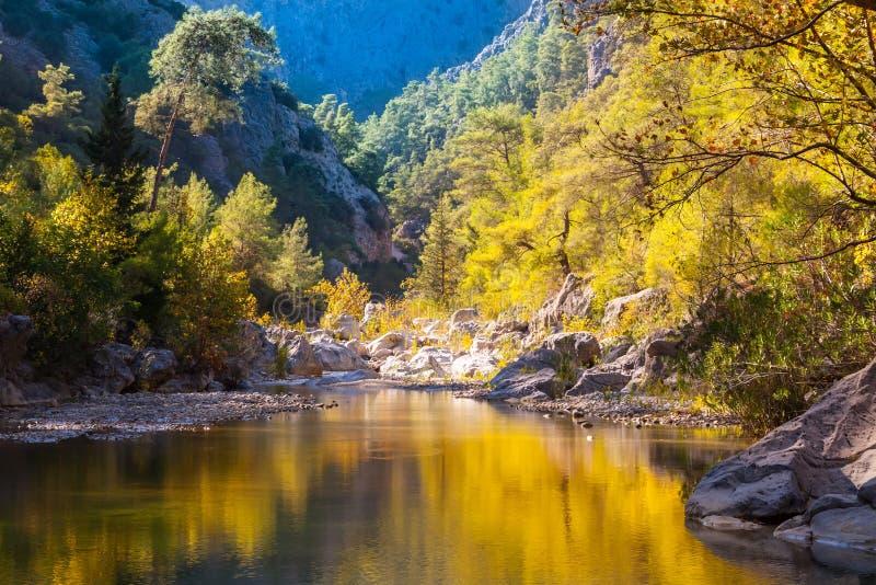 Meer in Harmony Canyon, Turkije stock foto's