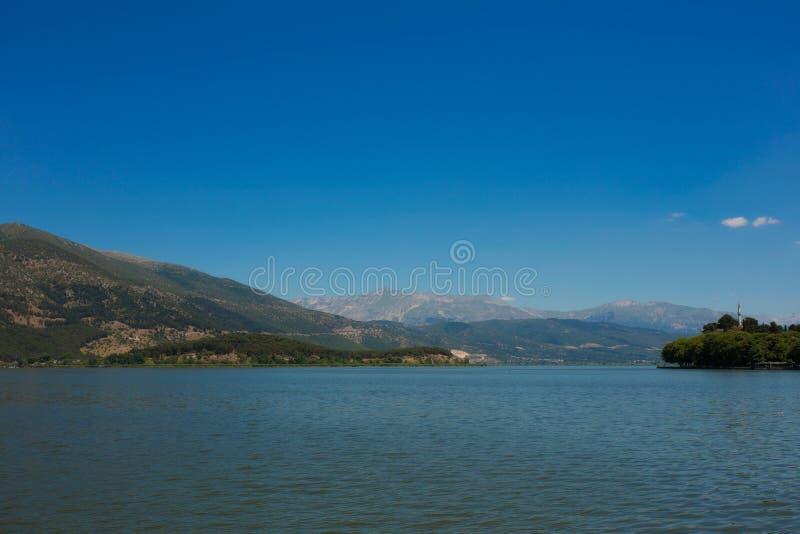 Meer het van Ioannina (Griekenland) royalty-vrije stock foto's