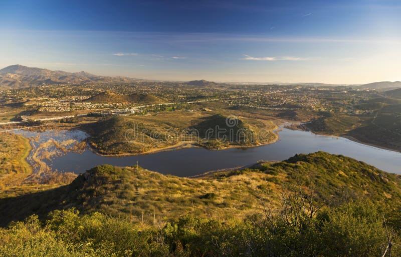 Meer Hodges en San Diego County Panorama van top van Bernardo Mountain in Poway stock fotografie