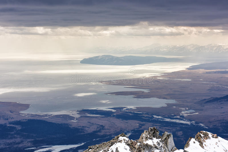 Meer Hovsgol van hoogte bergen bewolking stock foto