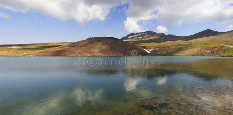 Meer Kari bij onderstel Aragats in Armenië stock foto's