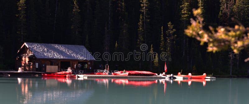 Meer Louise, Nationaal Park Banff stock foto's