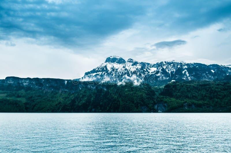 Meer Luzerne in Beckenried - Vitznau, Luzerne, Zwitserland royalty-vrije stock foto's