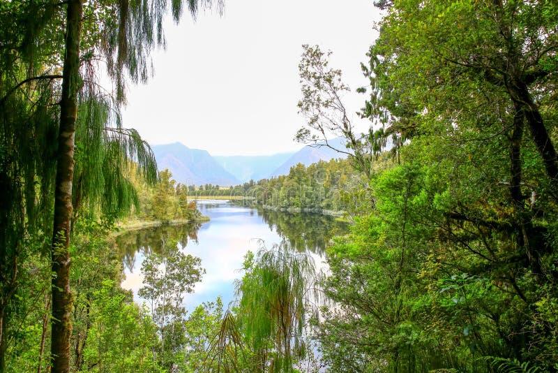 Meer Moeraki in Nieuw Zeeland wordt gevestigd dat stock fotografie