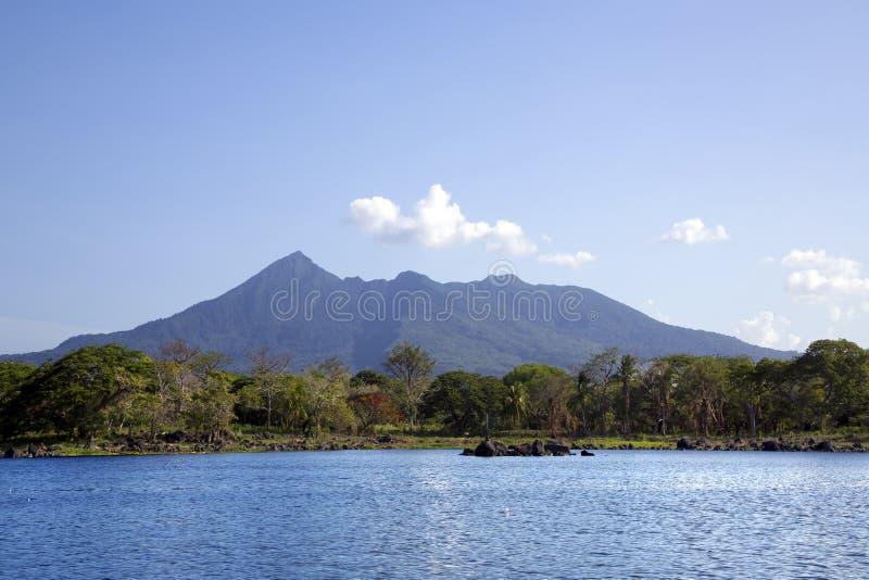 Meer Nicaragua op een achtergrond een actieve vulkaan Concepción royalty-vrije stock foto