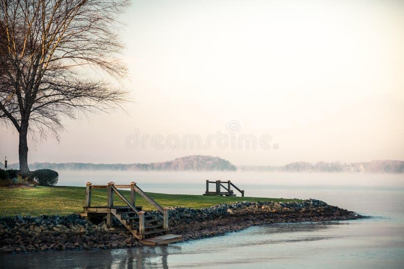Meer Norman Foggy Sunrise royalty-vrije stock afbeeldingen