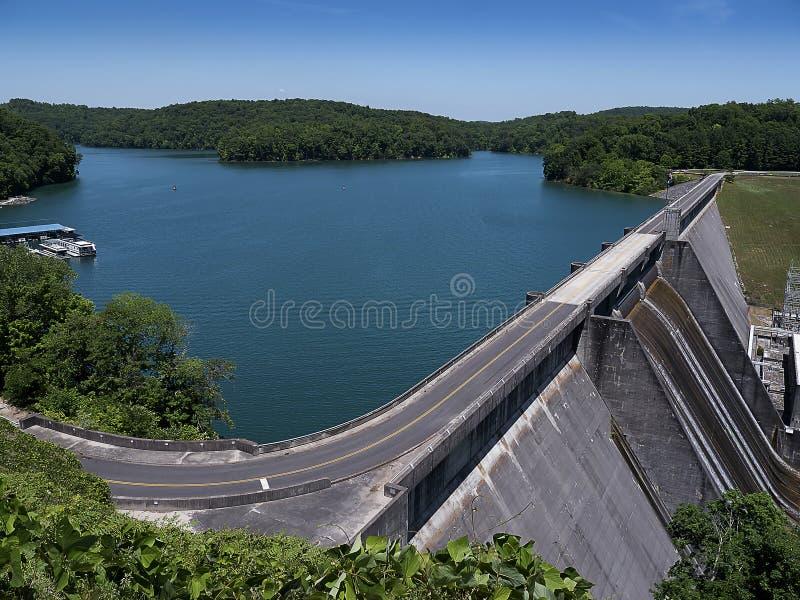 Meer Norris door Norris Dam op de Rivierklinknagel wordt gevormd in Tennessee Valley de V.S. die royalty-vrije stock afbeeldingen