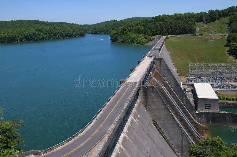 Meer Norris door Norris Dam op de Rivierklinknagel wordt gevormd in Tennessee Valley de V.S. die stock fotografie