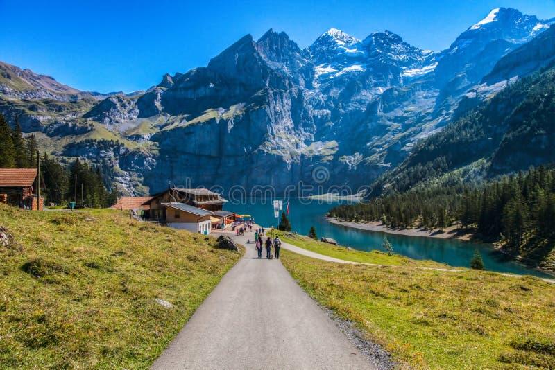 Meer Oeschinen/Oeschinensee, Zwitserland III stock afbeeldingen