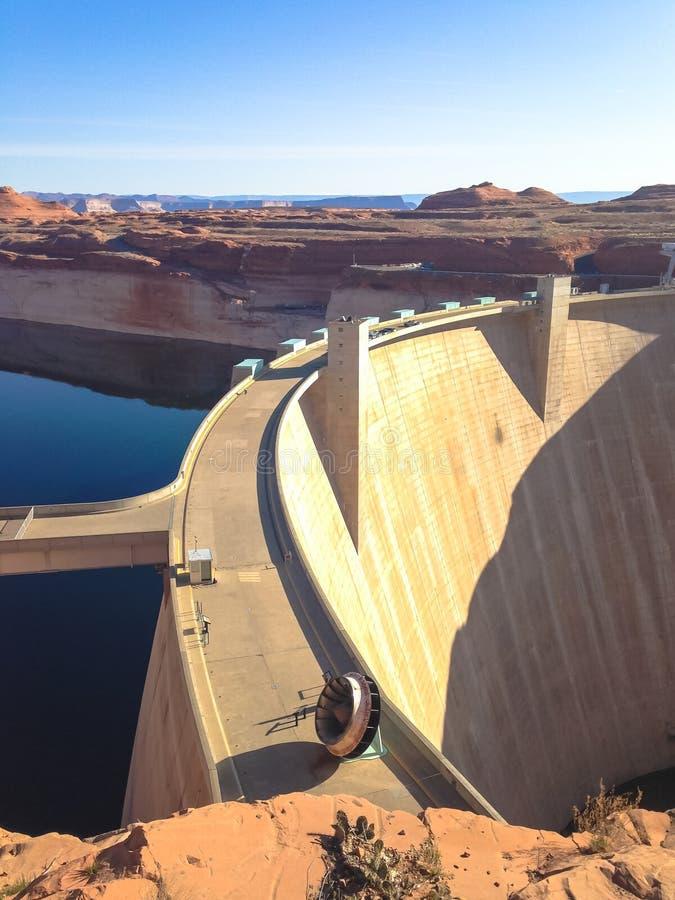 Meer Powell en Glen Canyon Dam in de Woestijn van Arizona, Verenigde Staten stock afbeelding