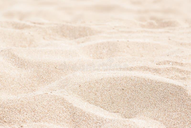 Meer, Sand und Sommertageshintergrund Sommerzeittapete lizenzfreies stockbild