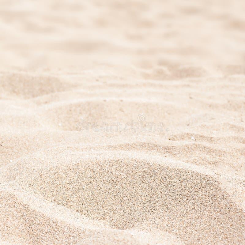 Meer, Sand und Sommertageshintergrund Sommerzeittapete lizenzfreies stockfoto