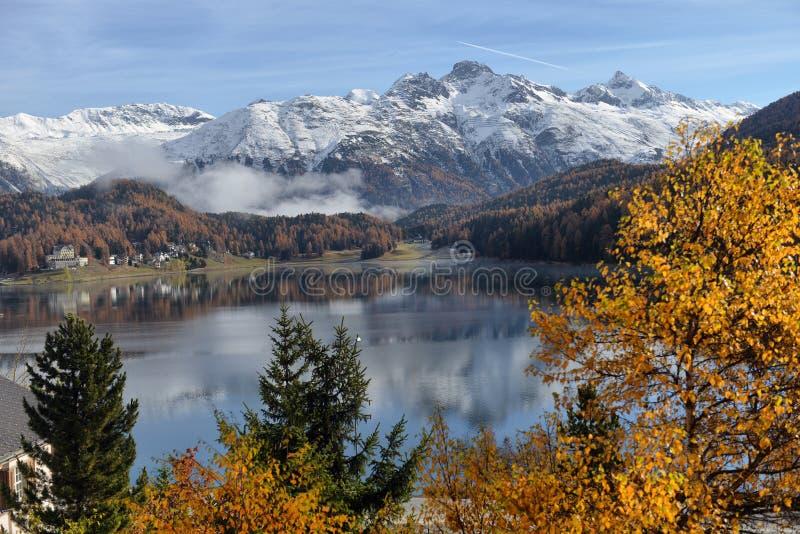 Meer St Moritz in de herfst stock foto